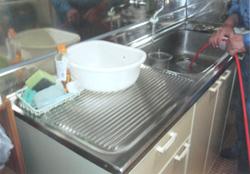 台所排水管洗浄中 排水管 貯水槽 清掃 愛知県