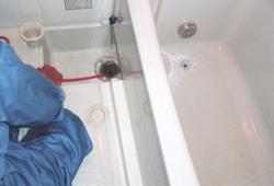浴槽排水管洗浄中 排水管 貯水槽 清掃 愛知県
